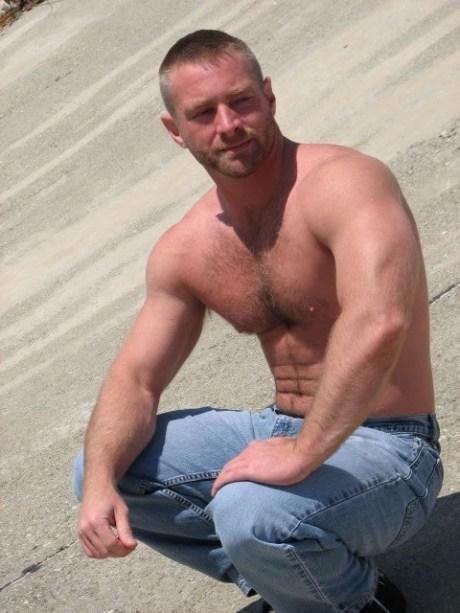 shirtless42