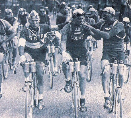 smoking-tour-de-france-cyclists-bikers