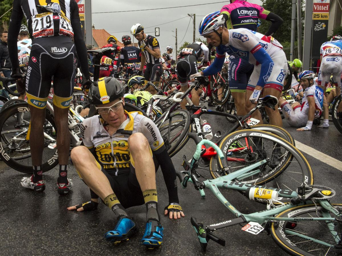 tour-de-france-main-crash