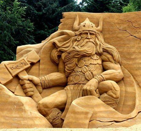22d6a9a6acd40d1a4c0038906e7ca7ec-sand-sculptures-wood-sculpture