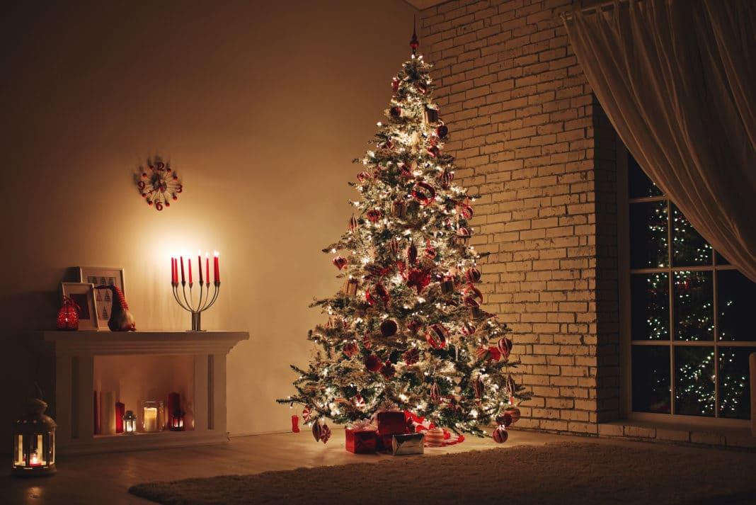 real-fake-artificial-christmas-tree-1068x713