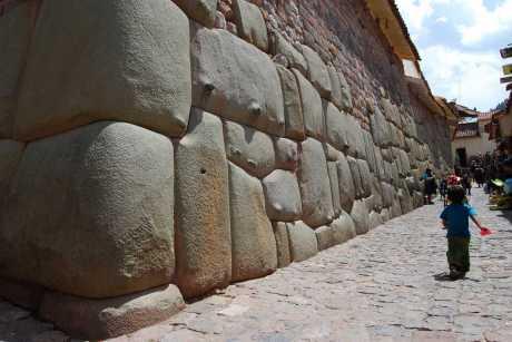 the-climb-up-huayna-picchu-or-waynapicchu-machu-picchu-4081.jpg
